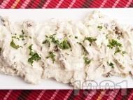 Рецепта Салата предястие от пържени тиквички с цедено кисело мляко, майонеза и чесън